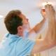 Как поменять лампочку в натяжном потолке?