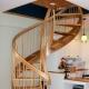 Чем покрасить лестницу на второй этаж в доме?