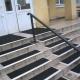 Решаем вопрос безопасности: выбираем противоскользящие накладки на ступени