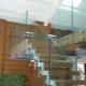 Стеклянные лестницы: красивые конструкции в интерьере дома