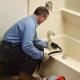 Как откачать канализацию в частном доме?