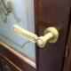 Выбираем дверную ручку с защелкой для межкомнатной двери