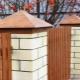 Выбор и монтаж колпаков на кирпичные столбы