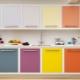 Цветные кухни в дизайне интерьера