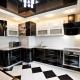 Планировка и дизайн кухни с вентиляционным коробом в углу