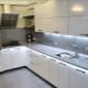 Варианты дизайна белой кухни с серой столешницей