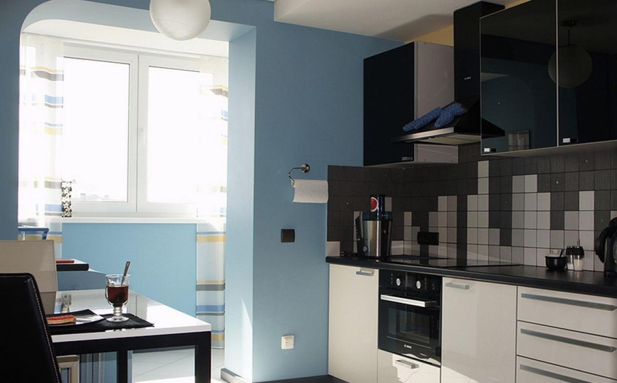Прямоугольная кухня с балконом. кухня с дверью на балкон.