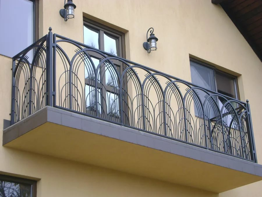 Кованые балконы (93 фото): ограждения и перила с ковкой, реш.