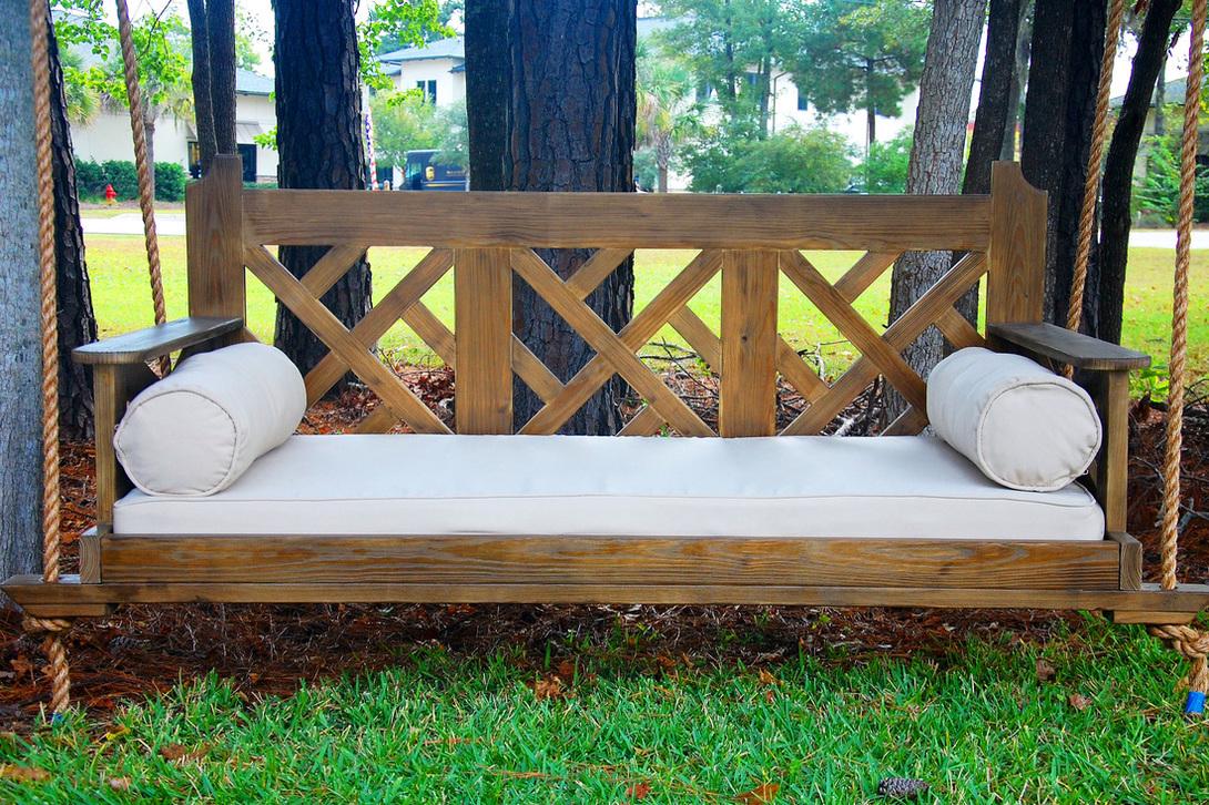 Качели-диван для дачи