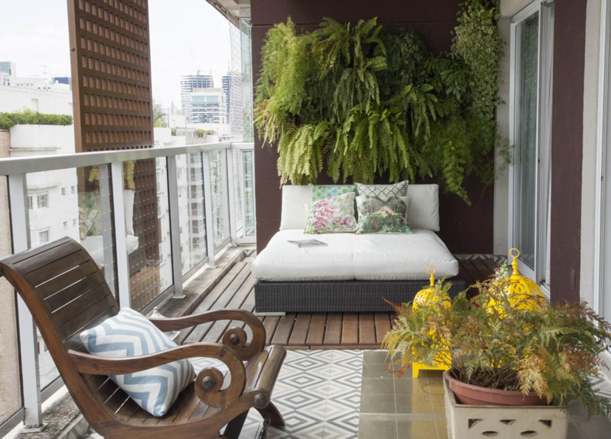 Диван на балкон (60 фото): узкий диван-шкаф, диван-сундук и .