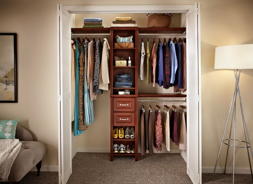 Как обустроить гардеробную комнату из кладовки своими руками.