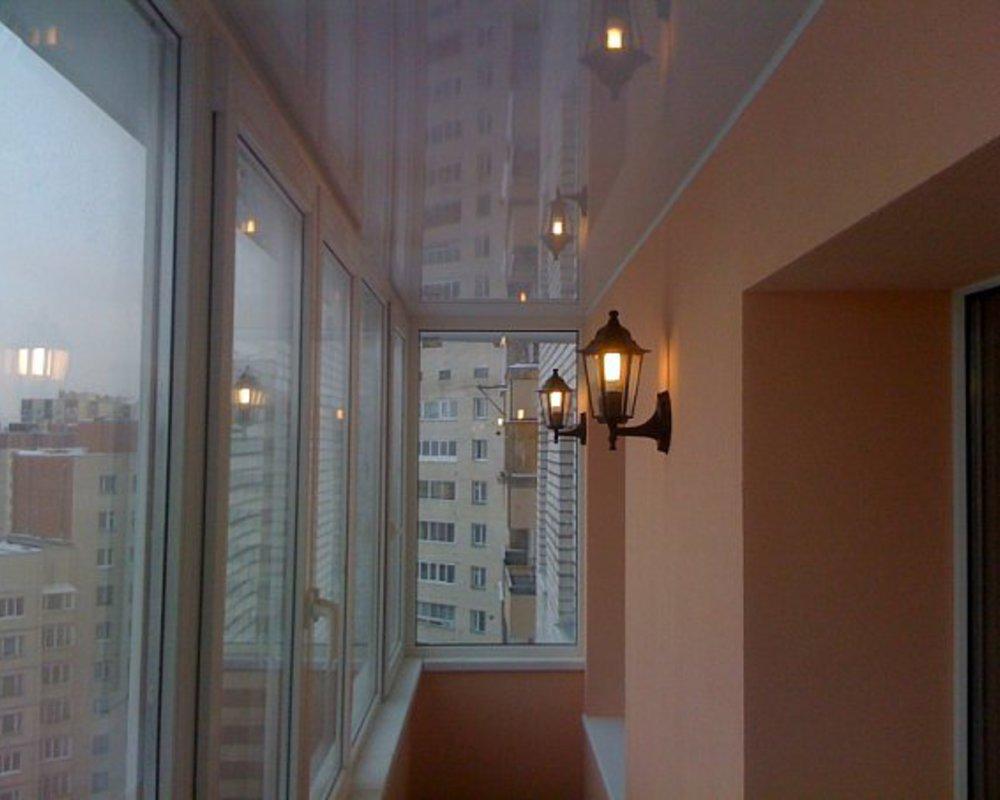Лампочки на лоджии.