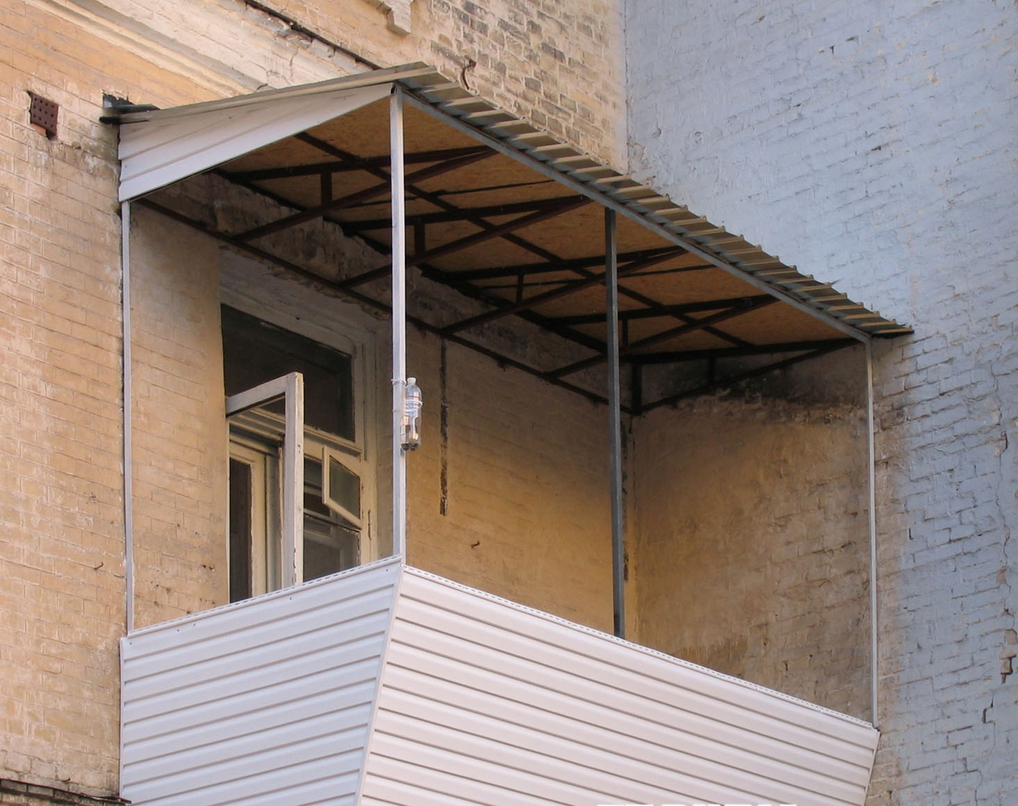 Козырек балкона последнего этажа своими руками.