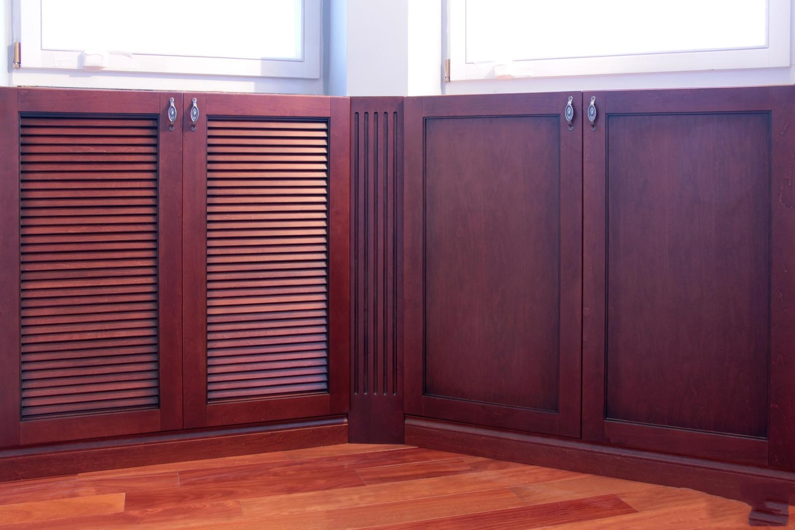 """Встроенный шкаф под подоконник на лоджии - """"belado""""."""