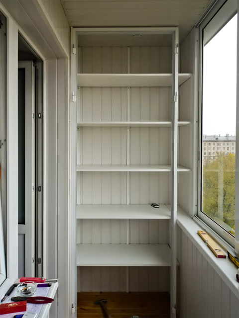 Шкаф полка на балкон своими руками.