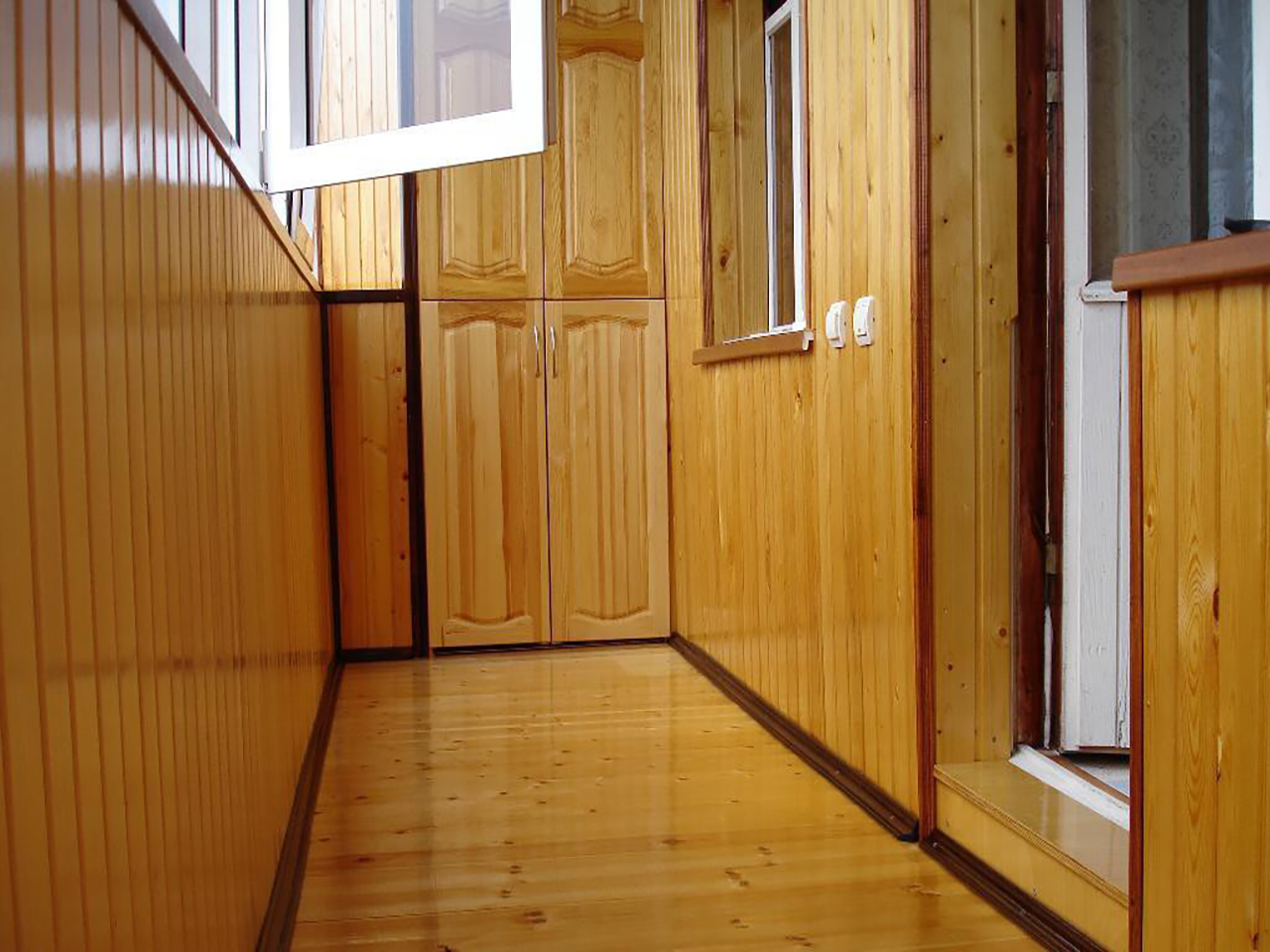 Отделка деревянной вагонкой - балконов, лоджий - окна века.