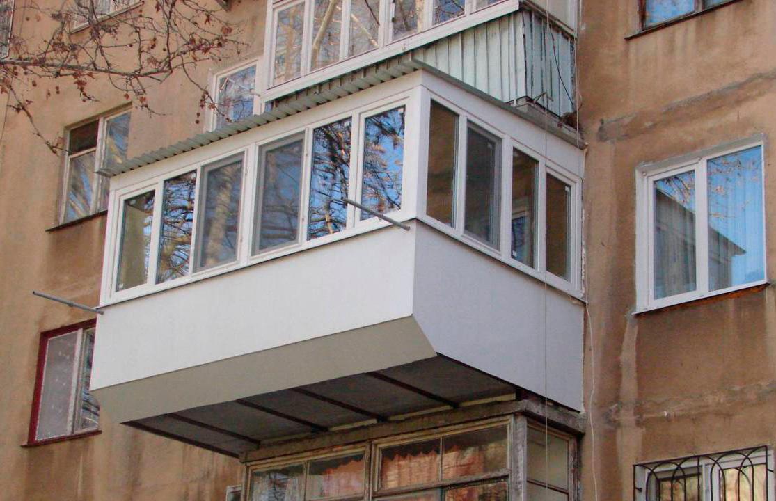 Остекление балконов с выносом юао.