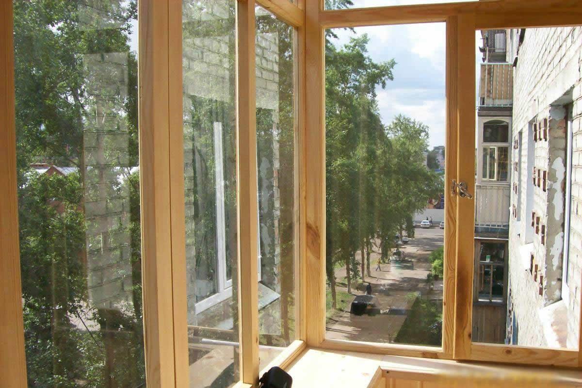 Застекляем балкон деревом своими руками 428