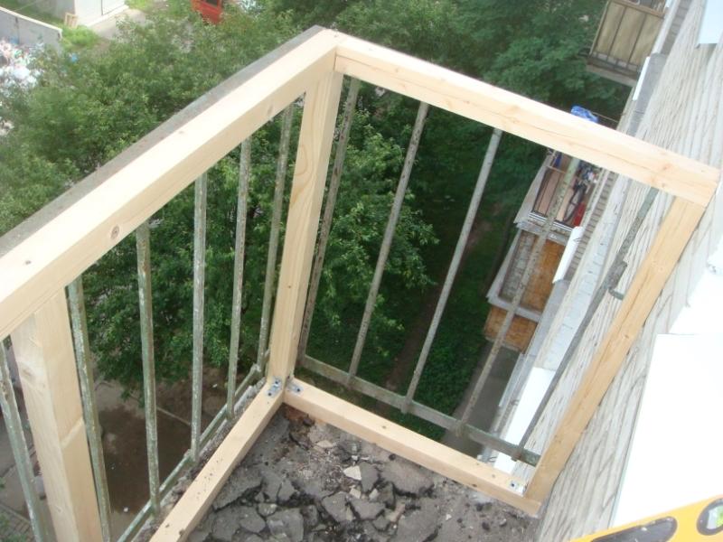 Застекляем балкон деревом своими руками 784