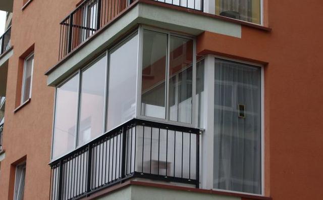 Остекление балконов (113 фото): застекление и отделка лоджии.
