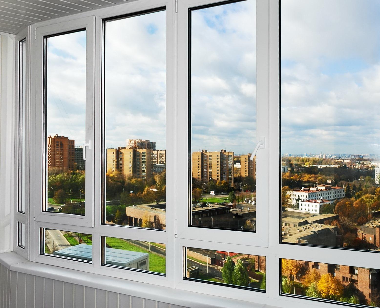 Остекление балконов пластиковыми окнами (32 фото): установка.