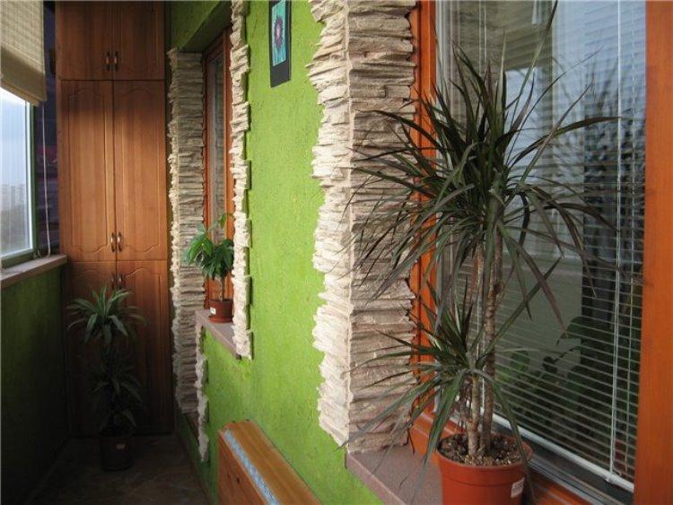Окраска стен на балконе своими руками