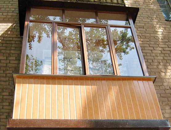 Отделка балкона пластиковыми панелями (40 фото): как обшить .
