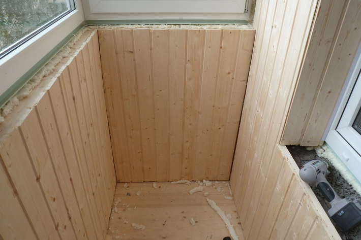 Отделка балкона вагонкой (42 фото): как обшить правильно евр.