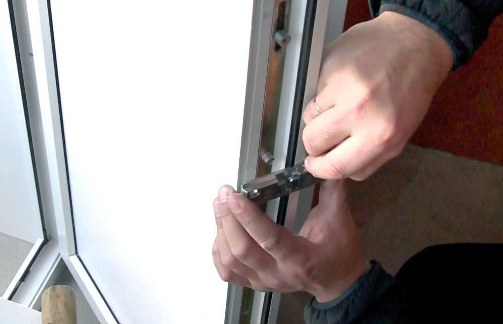 Ремонт своими руками пластиковых дверей