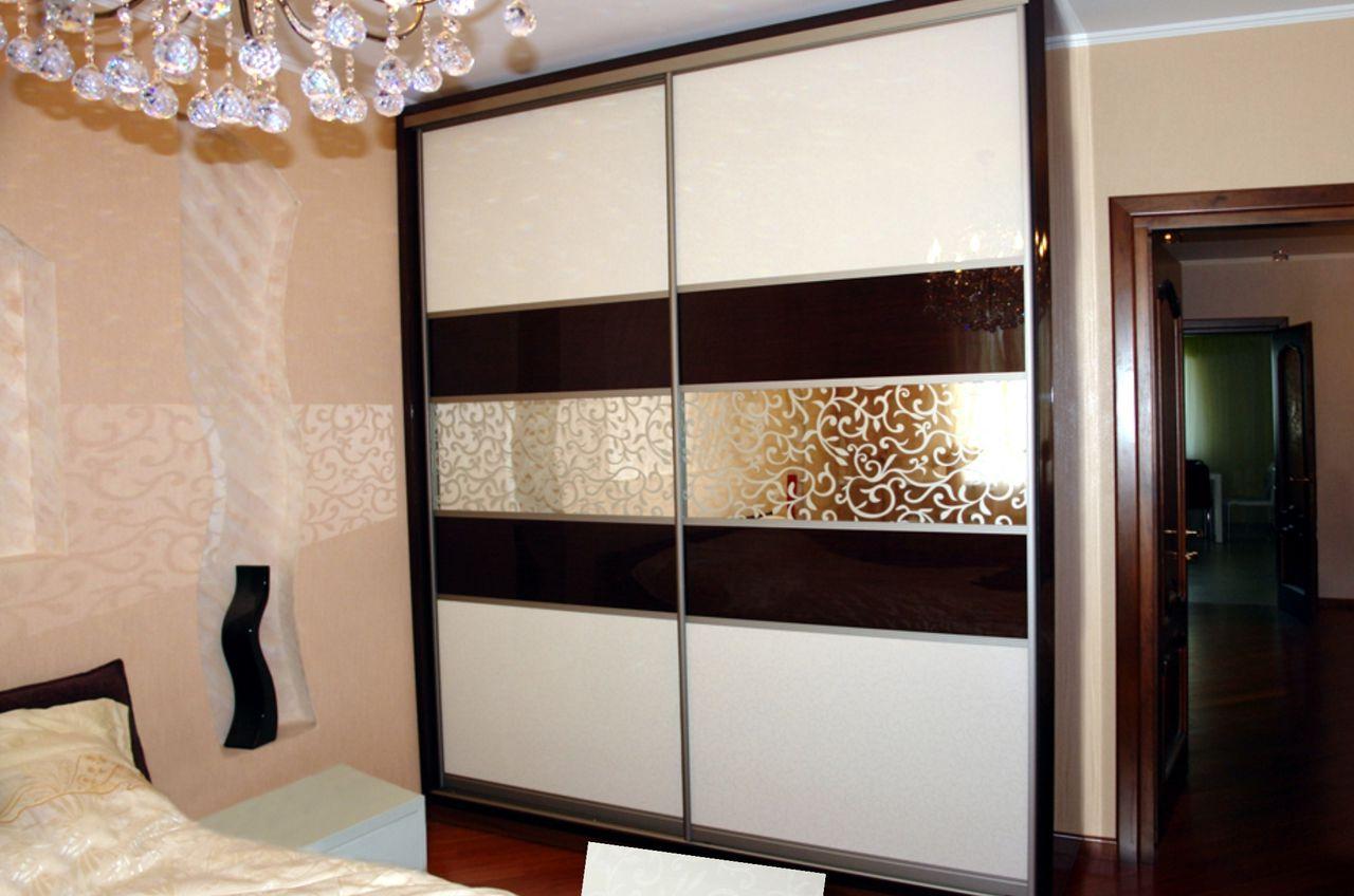 Шкаф-купе со стеклом (37 фото): стеклянные белые модели для .