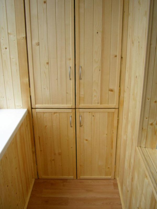 Встроенный шкаф из вагонки