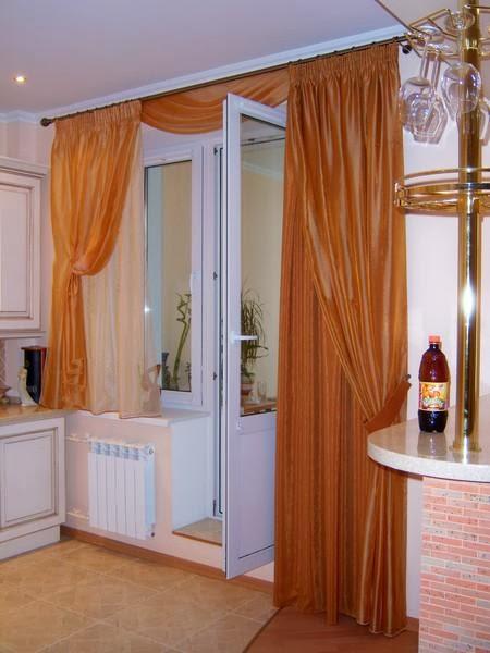 Шторы на кухню с балконной дверью (103 фото): тюль и римские.