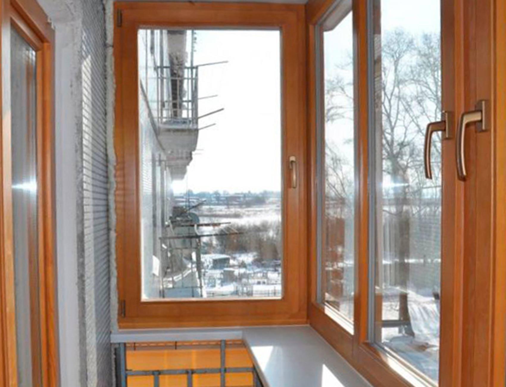 Окна деревянные на лоджию.