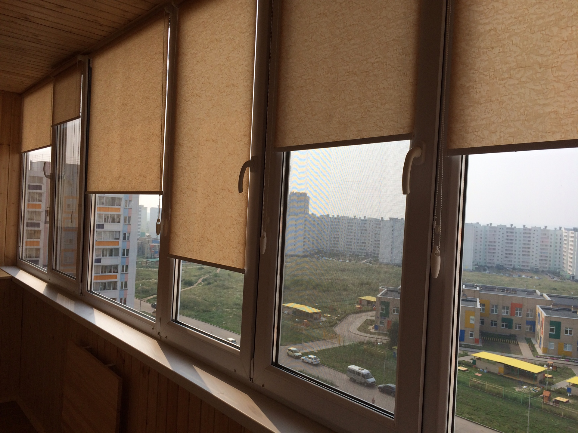 Как занавесить окно на балконе своими руками 30