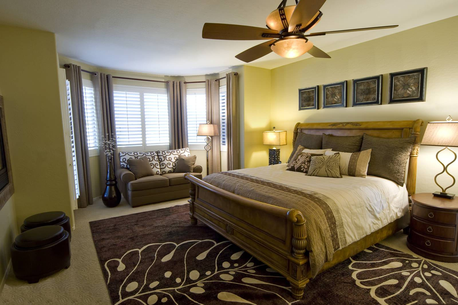 Спальня с балконом - дизайн, фото интерьеров и рекомендации.