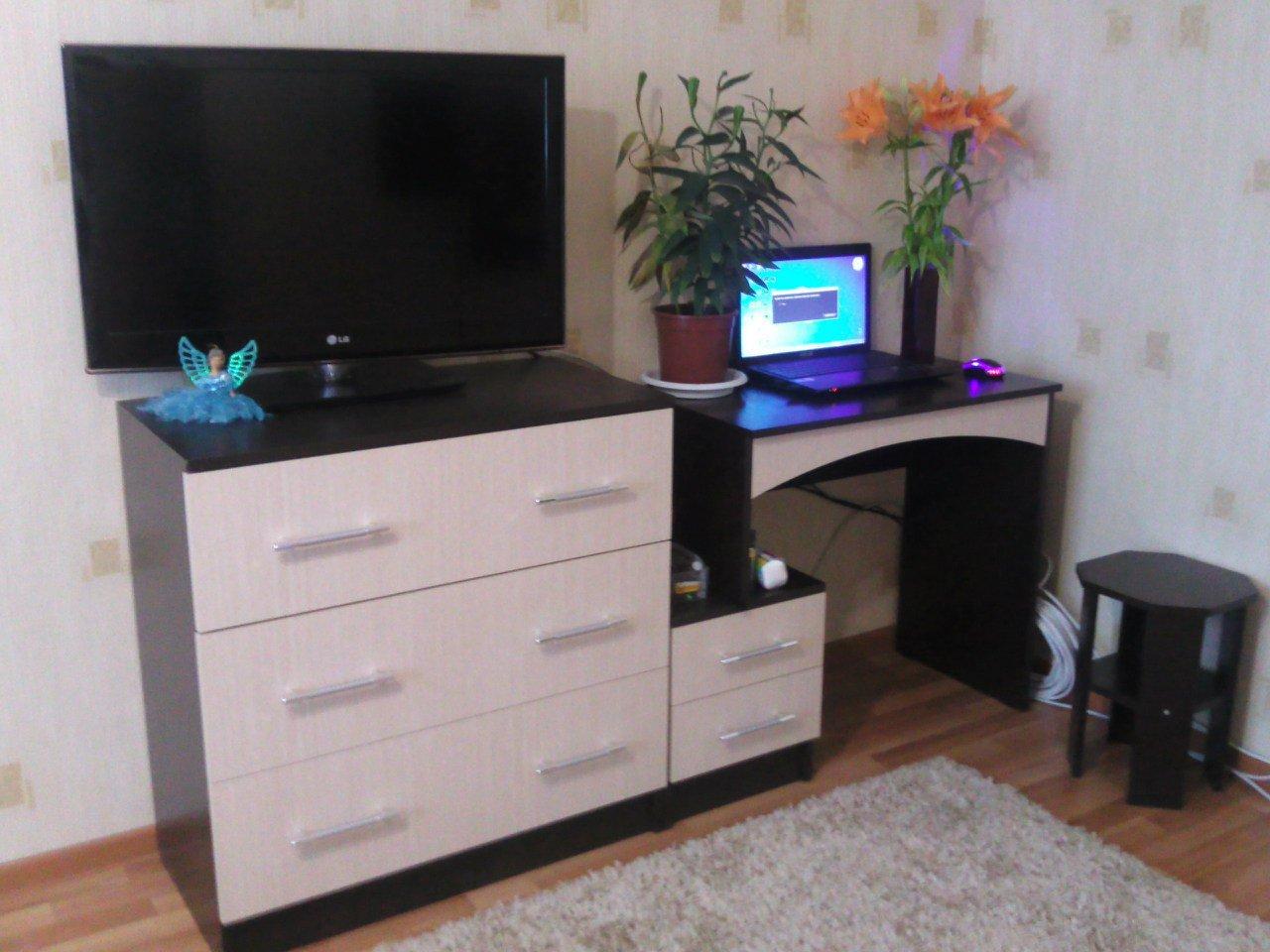 Компьютерный стол-комод.