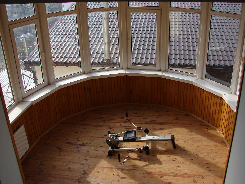Как оформить полукруглый балкон в панельном доме.