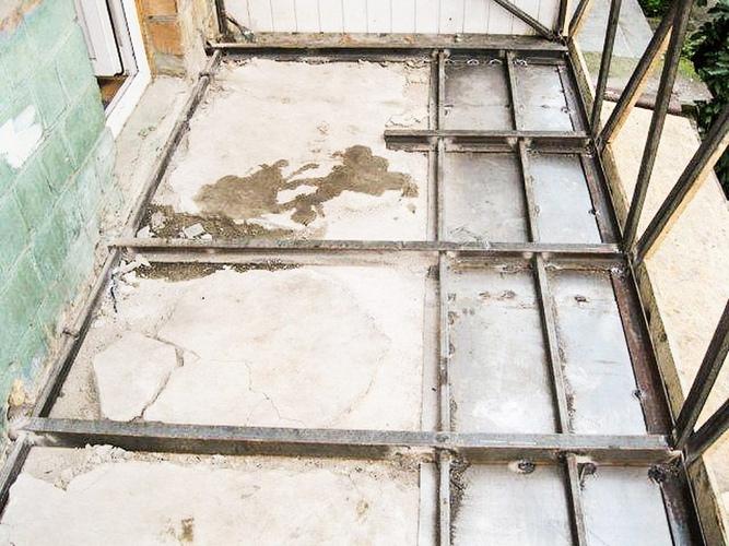 Пол на балконе своими руками (42 фото): из чего можно сделат.