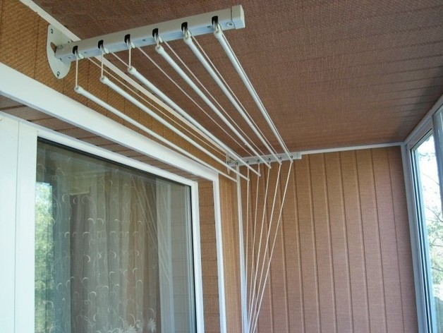 Виды сушилок для белья на балконах и лоджиях