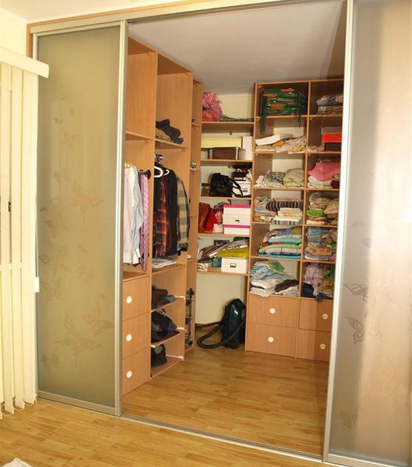 Как сделать из маленькой комнаты гардеробную