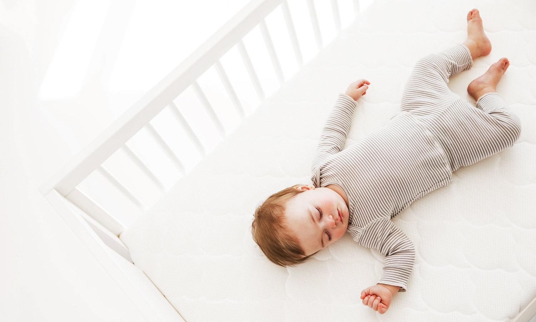 Какой лучше выбрать матрас для новорожденного – с пружинами или без них?