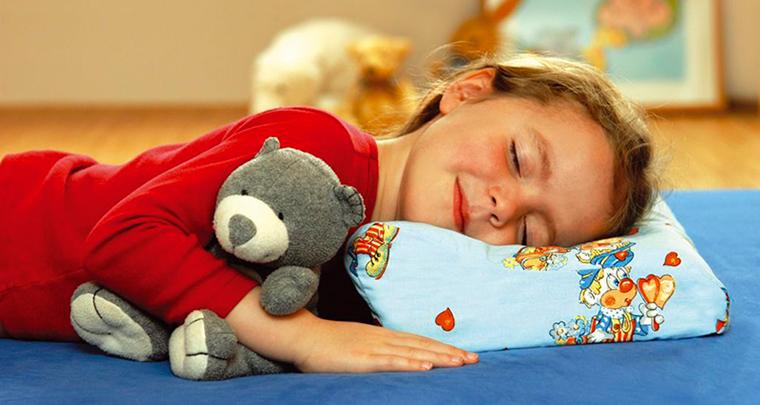detskie-podushki-1 Детская гречневая ортопедическая подушка Детский сон. Подушка для детей от 1 года