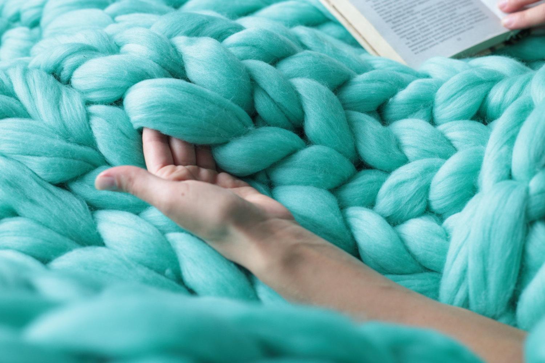 Плед крупной вязкой из мериносовой шерсти своими руками