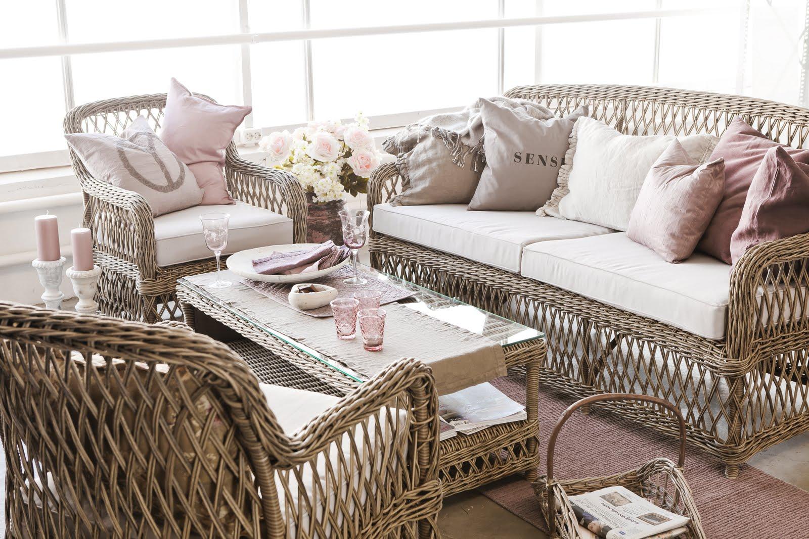 Плетеная мебель в интерьере.
