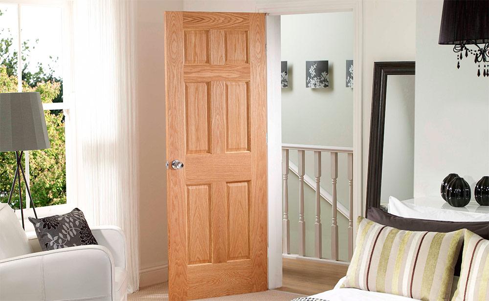 Какие двери в светлом интерьере