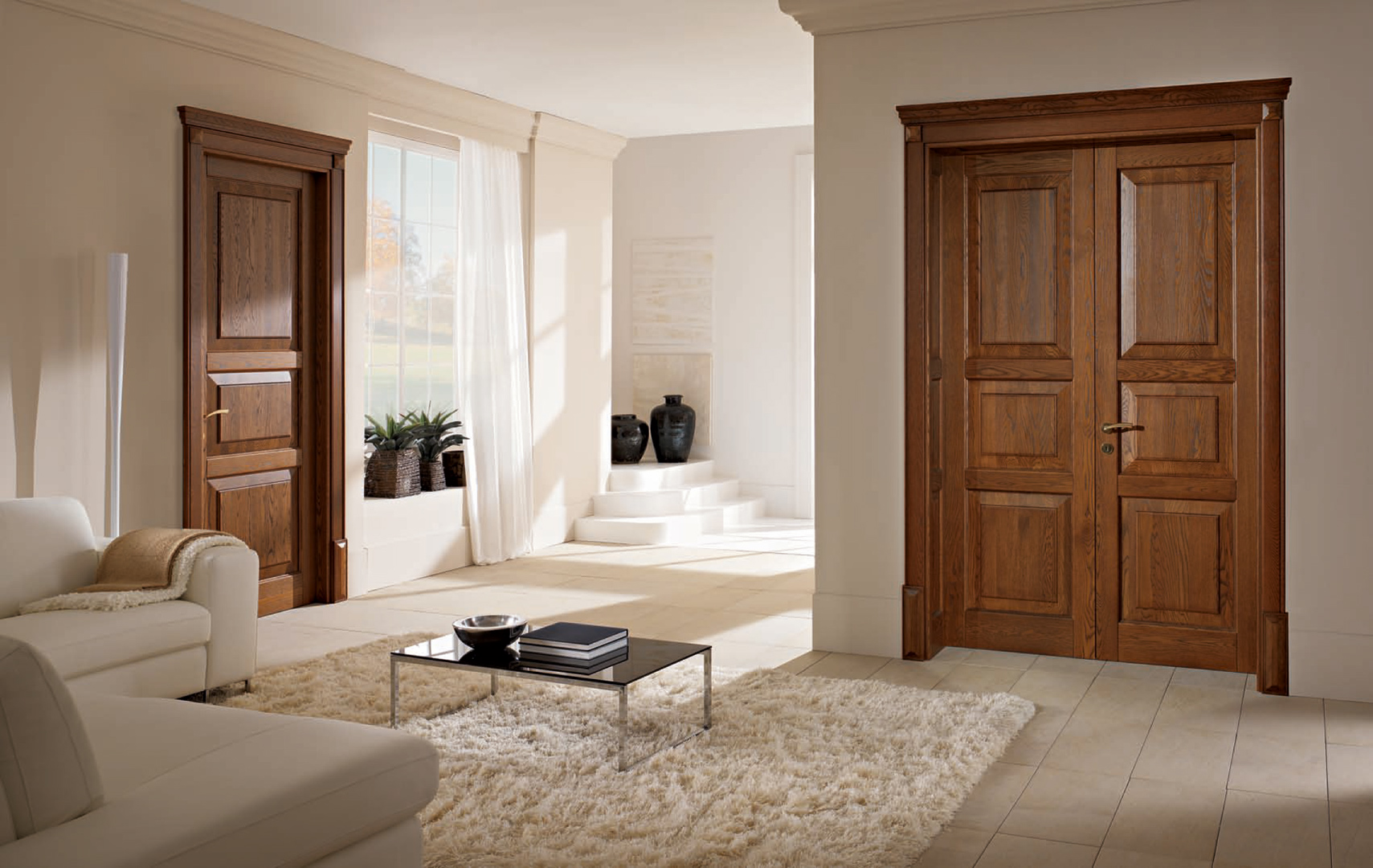 Интерьеры квартир с деревянными дверьми