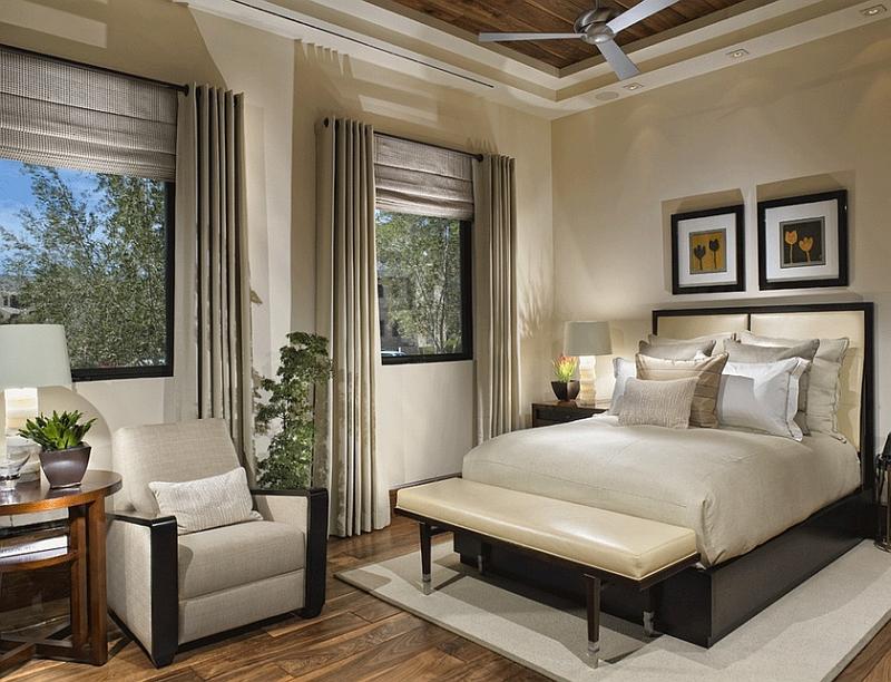 Фото интерьер спальни с двумя окнами на разных стенах