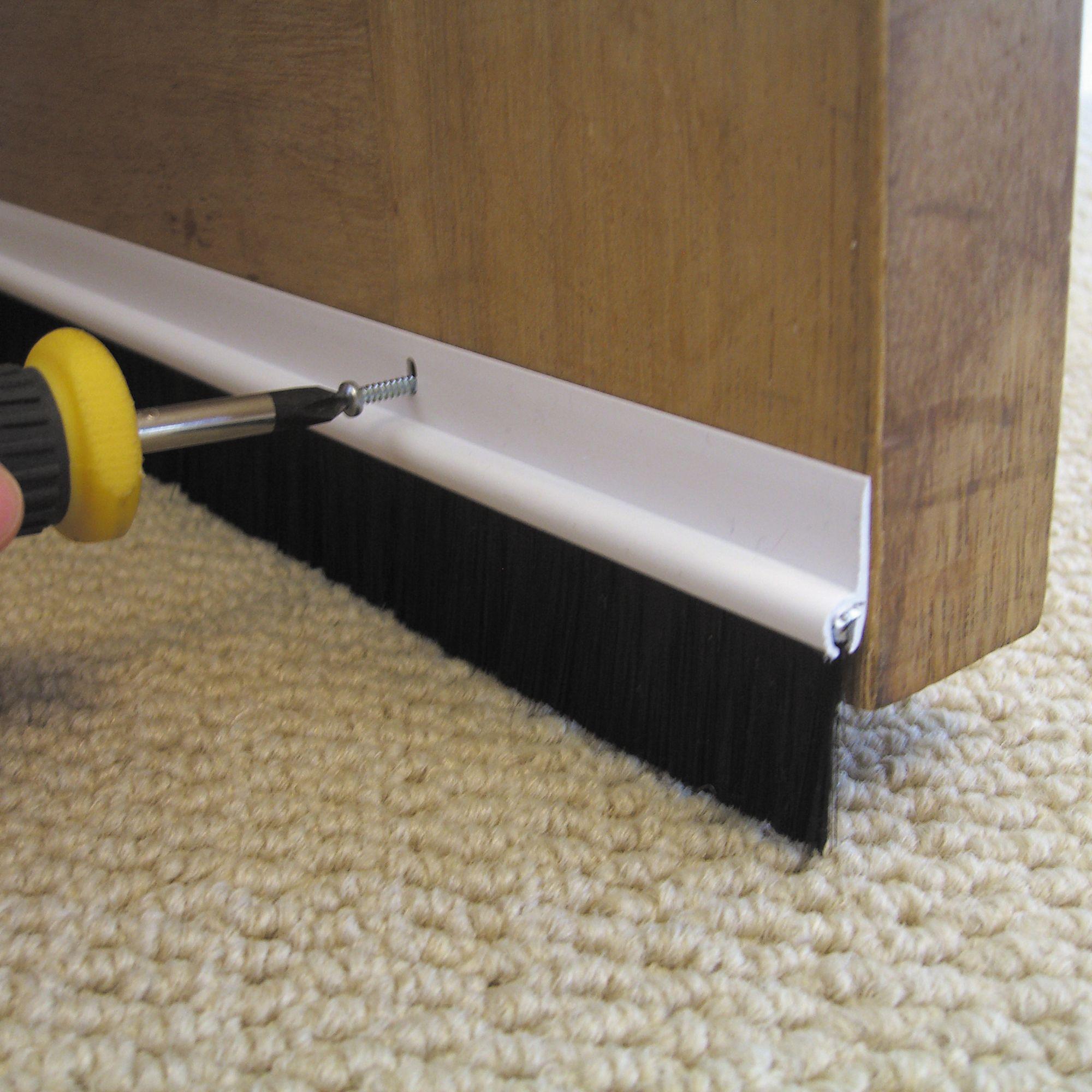 Как уплотнить дверь в домашних условиях
