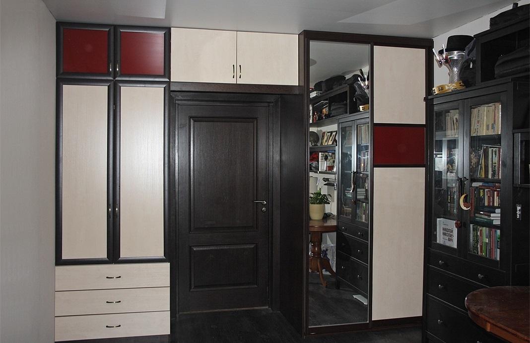 Шкафы вокруг дверного проема (35 фото): шкаф вдоль стены с д.