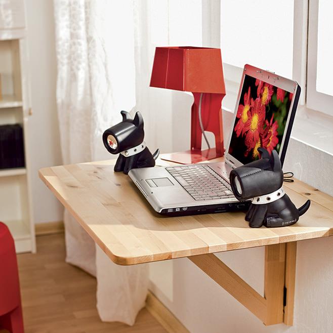 стол в маленькую квартиру студию прикрепленный к стене